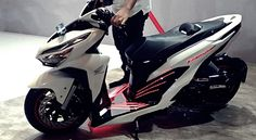All New 2019 Honda Vario 150 - PT Astra Honda Motor (AHM) launching a new model of the All New Honda Vario 150 and All New Honda Vario 125 with the design as well as a wide array of the latest features that are more sophisticated and sport. Motorcycle Design, Motorcycle Bike, Vario 150, Yamaha Scooter, Ninja Bike, Honda Motors, Harley Bikes, Mitsubishi Pajero, Motosport