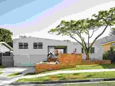 'A mini urban landscape': Cantala Avenue House | ArchitectureAU Australian Farm, Australian Homes, Urban Landscape, Landscape Design, Small Entry, Interior Design Awards, Street House, Beach Shack, Brickwork