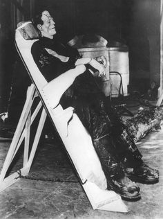 "Boris Karloff taking a break on the set of ""Bride of Frankenstein"" Directed by James Whale. Behind the scenes photos. Classic Horror Movies, Horror Films, Horror Art, Gothic Horror, Frankenstein Film, Frankenstein's Monster, Monster Mash, Monster Squad, The Modern Prometheus"