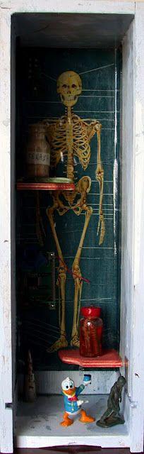 ARCHIVIAZIONE DI MASSA / MASS FILLING   recollection display case, 2012