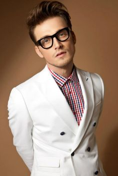 White jacket and plaid Dope Fashion, Mens Fashion, Look Man, Sartorialist, Mens Glasses, Gq, Everyday Fashion, Style Guides, Men Dress