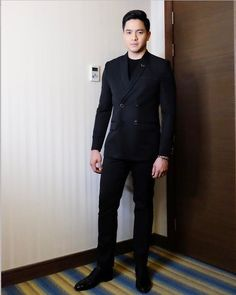 OOTD for Guillermo Mendoza Box Office Awards Night. May 14, 2017. Black Double Breasted Suit, Alden Richards, Tv Awards, O Design, Swag Fashion, Mens Fashion, Suit And Tie, Dapper, Suit Jacket
