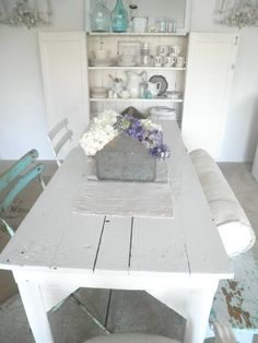 nice large farm table n cupboard n seating n. Shabby Home, Shabby Cottage, Shabby Chic Homes, Cottage Chic, Cottage Style, Cottage Living, Cottage Homes, Home And Living, Shabby Chic Dining