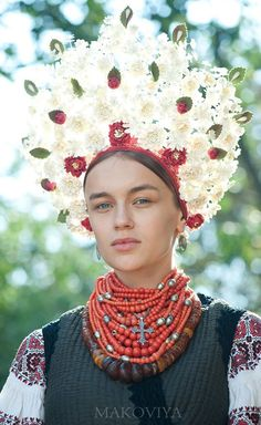 Ukraine Vinok (вінок) Seasonal Wreaths and their Symbolism – Elder Mountain Dreaming Folk Fashion, Ethnic Fashion, Colorful Fashion, Ukraine Women, Ukraine Girls, Flower Head Wreaths, Ukrainian Art, Ukrainian Ladies, Arte Floral