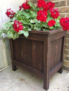 Recycle and reuse pallet wood to build a planter.