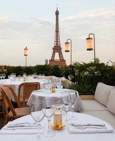hotel paris Where to eat in Paris with Eiffel Tower view Hotel Paris, Paris Hotels, Best Restaurants In Paris, Romantic Restaurants, Torre Eiffel Paris, Tour Eiffel, Paris Eiffel Tower, Joseph Dirand, Dinner In Paris