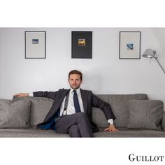 Always be on time to negociate with Guillot Bracelets Bleus, Bleu Marine, Bean Bag Chair, Watches For Men, Have Fun, Blue And White, Classy, Steel, Elegant