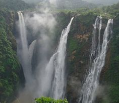 Jog Waterfall – Karnataka: The most famous Jog Waterfalls is created by Sharavathi River in Shimoga District of Karnataka. Jog Waterfalls is the second-highest plunge falls in India
