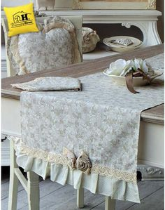 Runner Shabby chic Angelica Home & Country Collezione Lady Rose Table Runner And Placemats, Table Runners, Dinner Room, Burlap Lace, Vintage Crafts, Mug Rugs, Shabby Chic Homes, Table Covers, Table Linens