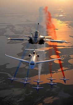 Rafale, Dassault Falcon and the Alphajets. 😱😍✈️ ◾◾◾◾◾◾◾◾◾◾◾◾◾ Photo B Operation Desert Shield, Defence Force, Military Life, Nature Pictures, Military Aircraft, Photo S, Air Force, Fighter Jets, Aviation
