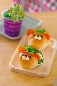 When making Bento, it's always a learning process .This video tutorial is a great example of a bento creation that looks adorable, and is really cool to make! Cute Food, Good Food, Yummy Food, Cute Bento Boxes, Bento Recipes, Bento Ideas, Japanese Sweets, Food Humor, How To Make Bread