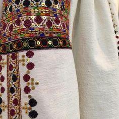 IaAidoma. Romanian blouse detail. Folk Embroidery, Embroidery Patterns, Folk Costume, Costumes, Moldova, Crossstitch, Pakistani Dresses, Floral Tie, Textiles