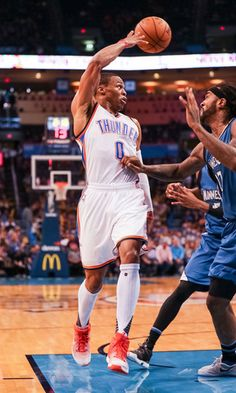 27999abeb84 Russell Westbrook drive-and-dish. Thunder vs. Timberwolves, Oct. 16