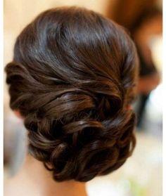 Peinado sencillo con rodete de lado