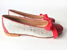 Eve Red - Flat leather shoes in silver and red - Free shipping - Handmade in Argentina
