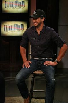 Luke Bryan on the set of On The Streets
