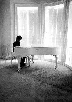 John Lennon The Beatles at White Grand Piano Imagine Photo Poster Print Reprint Imagine John Lennon, John Lennon And Yoko, Jhon Lennon, White Piano, Im A Dreamer, Grand Piano, The Fab Four, Great Bands, Paul Mccartney