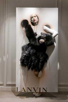 Lanvin vitrine (2010)                                                                                                                                                                                 Más