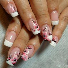 Ongles a fleurs roses