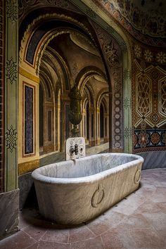Abandoned Castles to Visit - Bathroom of Abandoned Castle/ these items in these abandoned places should be recycled.What a waste! - Why abandoned castles are top choice in travelers Beautiful Architecture, Beautiful Buildings, Beautiful Homes, Beautiful Places, Abandoned Property, Abandoned Castles, Abandoned Places, Old Mansions, Abandoned Mansions