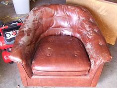 House Revivals: How to Dye a Leather Sofa or Chair – Sofa Design 2020 Leather Wall, Leather Dye, Leather Sofa, Chair Repair, Leather Club Chairs, Chair Makeover, Furniture Makeover, Painting Leather, Diy Chair