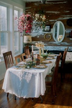 Vintage table: such a pretty setting