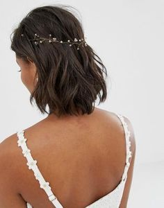 Discover hair accessories with ASOS. From beaded headbands to hair clippers and hair bows, our range of hair accessories has something for every occasion. Crown Hairstyles, Loose Hairstyles, Indian Hairstyles, Wedding Hairstyles, Bridal Hairstyle, Short Bridal Hair, Bride With Short Hair, Hair Up Or Down, Wedding Hair Down