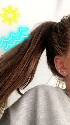 ~ Ear piercings are always hot! In other words, they can make you look totally different from the rest. Ear piercing is not just limited to the standar… Piercing Tattoo, Piercing Snug, Ear Piercing Studs, Ear Peircings, Ear Piercings Cartilage, Cute Ear Piercings, Cartilage Hoop, Triple Ear Piercing, Second Lobe Piercing