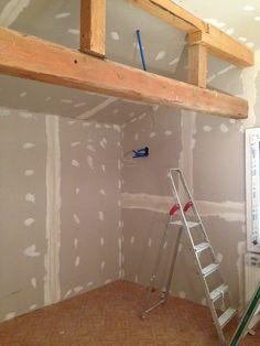 20. Juli 2015 - Im Dachgeschoss wurden die ersten Mauern mit Gipsplatten geschlossen. Nun wandelt sich das neue AUSZEIT im Eiltempo.