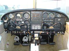 piper cherokee | 1965_Piper_Cherokee_140_(N6996W)_Instrument_Panel.jpg