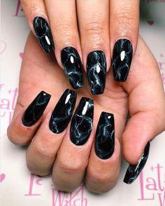 Marble Nails - How To Create Marble Nail Art Witchy Nails, Goth Nails, Edgy Nails, Grunge Nails, Stylish Nails, Swag Nails, Stiletto Nails, Pointed Nails, Black Marble Nails