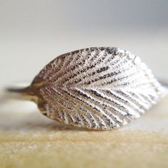 Anello in argento con piccola foglia di rovo di MyGoldenAge