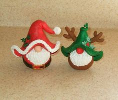 Miniature Christmas Santa Claus Gnome by jessnryder on Etsy Polymer Clay Christmas, Miniature Christmas, Noel Christmas, Christmas Ornaments, Polymer Clay Projects, Polymer Clay Creations, Cute Clay, Clay Ornaments, Clay Design