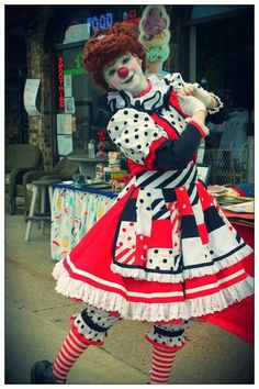 Her parents are Greg And Karen DeSanto. Ex-clowns from the greatest show on earth. Circus Costume, Circus Clown, Circus Theme, Clown Pics, Cute Clown, Scary Clown Makeup, Creepy Clown, Vintage Circus Party, Vintage Carnival