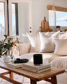 Boho decor in chic living room decor ideas Beige up your life. Chic Living Room, Home Living Room, Living Room Decor, Living Spaces, Bedroom Decor, Living Room Inspiration, Home Decor Inspiration, Decor Ideas, Cozy House