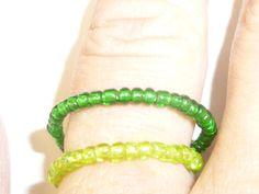 Wechselringe - zwei Ringe in den Farben grün mit Glasperlen - ein Designerstück von Zauberrose42 bei DaWanda