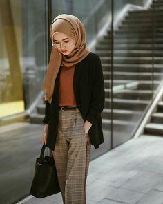IG: firrrr_ - Sites new Modest Fashion Hijab, Modern Hijab Fashion, Street Hijab Fashion, Casual Hijab Outfit, Hijab Fashion Inspiration, Hijab Chic, Muslim Fashion, Look Fashion, Fashion Outfits
