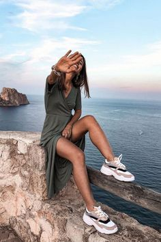 Is sneaker style your thing? A white-shoes outfit is the best option to keep your outfit fashionable and comfy. our sneakers outfits are easily incorporated int White Shoes Outfit, Dress And Sneakers Outfit, Sneaker Outfits Women, Womens Fashion Sneakers, Summer Dress Outfits, Casual Dress Outfits, Casual Summer Dresses, Cute Beach Outfits, Date Outfits