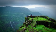 Pune's closeby places to visit !