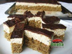 Prajitura felie cu nuca Mousse, Graham, Cake Recipes, Dessert Recipes, Romanian Food, Food Cakes, Tiramisu, Deserts, Cooking Recipes