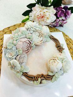 steamed rice cake with bean-paste flowers made by moroo. www.moroocake.com #flowercake #buttercreamflowers #floralcake #wreathcake #앙금플라워케이크 #떡케이크 #강서구케이크공방 #버터크림플라워케이크