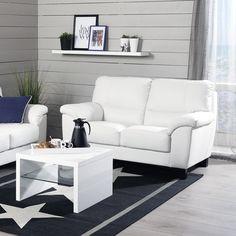 Kesäistä rantahuvilatunnelmaa!  Malli: Lario  Vaihtoehdot: 2- ja 3-istuttava sohva, modulisohva, tuoli Jälleenmyyjä: Sotka-myymälät  #pohjanmaan #pohjanmaankaluste #käsintehty