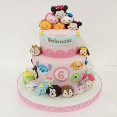 """Disney Tsum Tsum é muito amor! <span class=""""emoji emoji1f497""""></span> . #decorefesta #decorefestacakes #cakes #cake #bolo #bolos ..."""