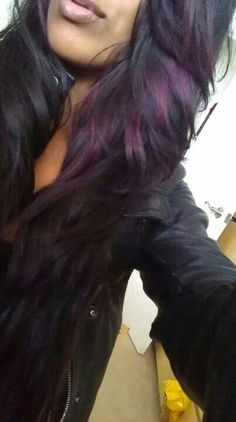 Black hair with purple highlights so pretty