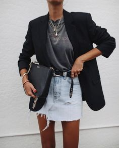 Spring outfit inspiration - black blazer, vintage T-shirt, denim skirt and layered gold necklaces Street Style Edgy, Cool Street Fashion, Look Fashion, Fashion Outfits, Womens Fashion, Fashion Trends, Fashion Clothes, Fashion Accessories, Fashion Ideas