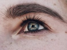 The 7 Best Eyelash Growth Serums for Longer, Fuller Lashes - healthy beauty - Eyelash extensions Beauty Hacks Eyelashes, Fake Eyelashes, Long Lashes, Best Eyelash Growth Serum, Eye Makeup Tips, Makeup Goals, Eyelash Extensions, Skin Care Tips, Mascara