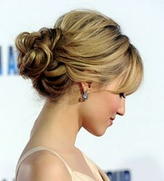 more on the side, but other than its pretty     Stylish-Long-Messy-Bun-Hairstyles-for-Women_42