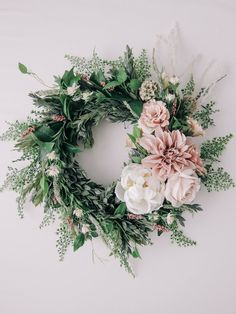 Get inspiration here to make 20 Affordable Spring Wreaths and Garlands. : Get inspiration here to make 20 Affordable Spring Wreaths and Garlands. Get inspiration here to make 20 Affordable Spring Wreaths and Garlands. Diy Spring Wreath, Spring Door Wreaths, Easter Wreaths, Diy Wreath, Holiday Wreaths, Wreath Ideas, Wreath Making, Wedding Door Wreaths, Christmas Wreaths For Front Door