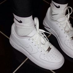 2014 cheap nike shoes for sale info collection off big discount.New nike roshe run,lebron james shoes,authentic jordans and nike foamposites 2014 online. Tennis Shoes Outfit, Aesthetic Shoes, White Aesthetic, Outfits Damen, Hype Shoes, Fresh Shoes, Mode Streetwear, Streetwear Fashion, Fashion Mode