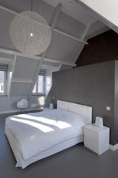 Bekijk de foto van gelinde met als titel Slaapkamer met badkamer achter achterwand bed en andere inspirerende plaatjes op Welke.nl.